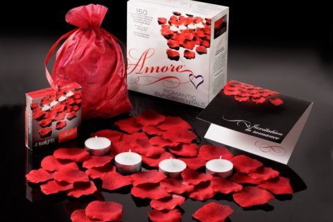 Rose Petals Set by Amore